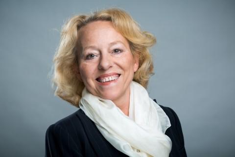 Frau Claudia Wilms